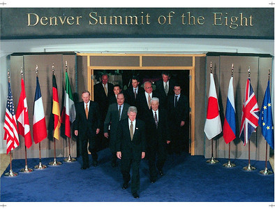 Summit of Eight members  (from left to right) Canadian Prime Minister Jean Chretien, European Union Commission President Jacques Santer, Japanese Prime Minister Ryutaro Hashimoto, Fren ch President Jacques Chirac, U.S. President Bill Clinton, British Prime Minister Tony Blair, German Chancellor Helmut Kohl, Russian President Boris Yeltsin, Dut ch Prime Minister Wim Kok and Italian Prime Minister Romano Prodi enter the Denver Public Library on Saturday, June 21, 1997. (CP PHOTO) 1997 (Staff-Fred       Chartrand)