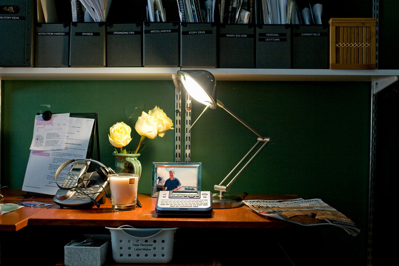 "3/22/09 Brookline, MA -- An ""after"" photo of Sara Rimer's reorganized desktop at her home office in Brookline, MA.  Erik Jacobs for the New York Times<br /> 30078666A"