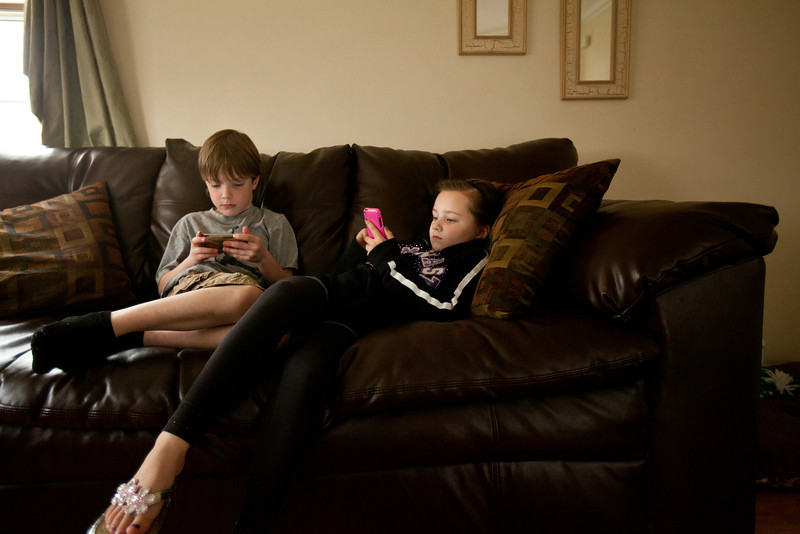 3/24/12 Reading, Mass. -- Kevin, 6, and Leah Thomson, 8, play games with their Apple devices at their home in Reading, Mass. March 24, 2012.  Erik Jacobs for the New York Times