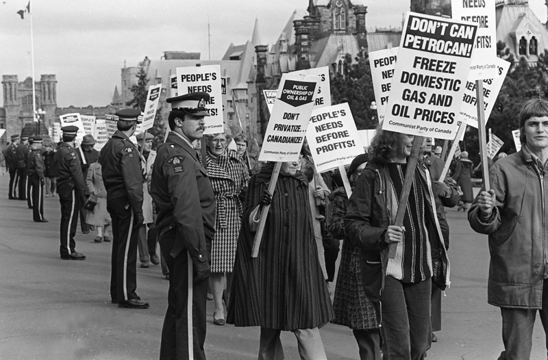 Communist Party demonstration Parliament Hill in Ottawa, in protest of plans to dismantle Petro Canada, Oct 27, 1979. (CP PHOTO/Fred Chartrand)
