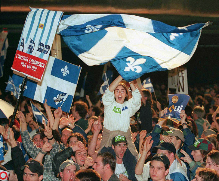(MTL124)MONTREAL, Oct. 30--Yes supporters wave flags at the campaign headquarters in Montreal Monday night as results of the provincial referendum come in. (CP PHOTO) 1995 (stf-Fred Chartrand)ROY