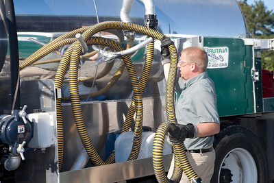 teddy bammann replacing hose on grease septic truck