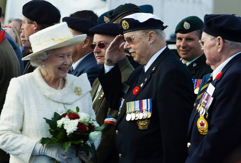 Queen Elizabeth is saluted by a Canadian veteran at the 90th anniversary of the First World War battle of Vimy Ridge in Vimy, France, Monday April 9, 2007.(CP PHOTO/Fred Chartrand) CANADA