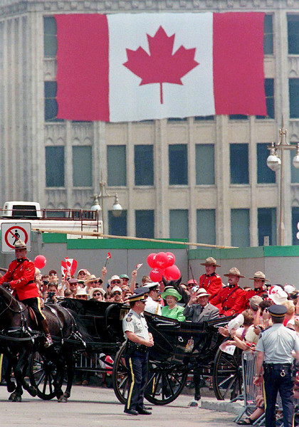 (OTT 104)OTTAWA, July 1--Queen Elizabeth 2 and Prince Philip arrive on Parliament Hill in a landau for Canada Day celebrations on Tuesday in Ottawa.(CP PHOTO)1997(stf-Fred Chartrand)jey