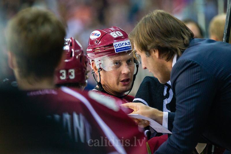 Dinamo Riga trenera assistants Viktors Ignatjevs dod norādījumus Georgijam Pujacam