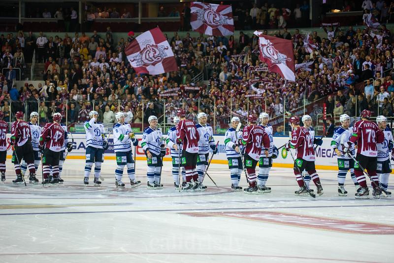 Dinamo Riga un Dynamo Moscow hokejisti pēc spēles