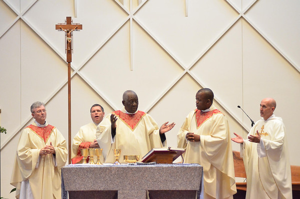 Cardinal Tumi blesses the host with Fr. Roger DiBuo during mass at St. Elizabeth Ann Seton, Sunday, October 28, 2012. photo/www.DonBlakePhotography.com