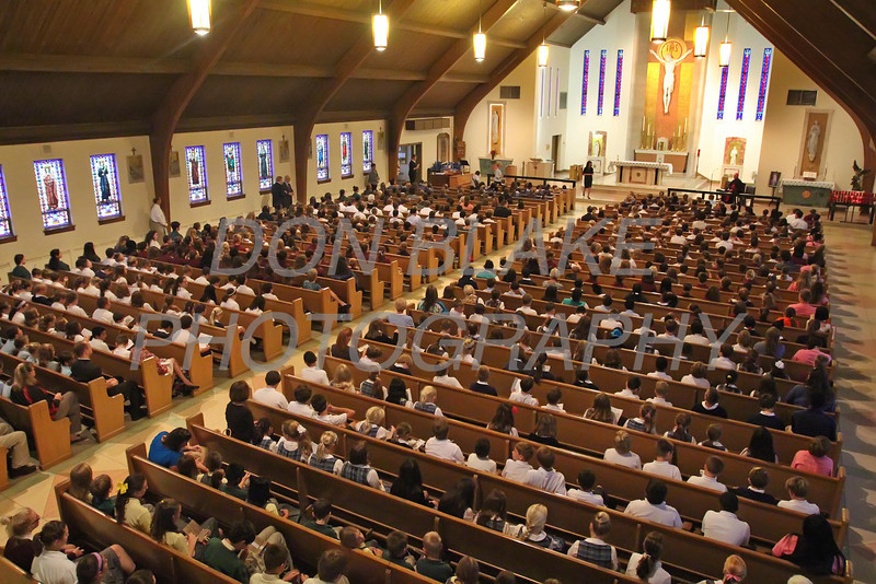Students from around the Diocese pray the rosary during the Youth Rosary Rally at Holy Spirit Church. www.DonBlakePhotography.com