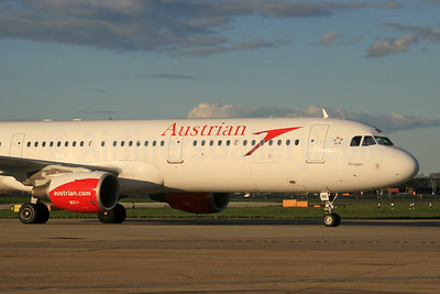 Austrian Airlines Airbus A321-111 OE-LBB  (msn 570) LHR (SPA). Image: 933024.