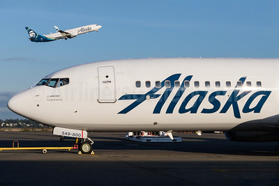 Alaska Airlines Boeing 737-8FH SSWL N549AS (msn 30824) SEA (Brandon Farris). Image: 933088.