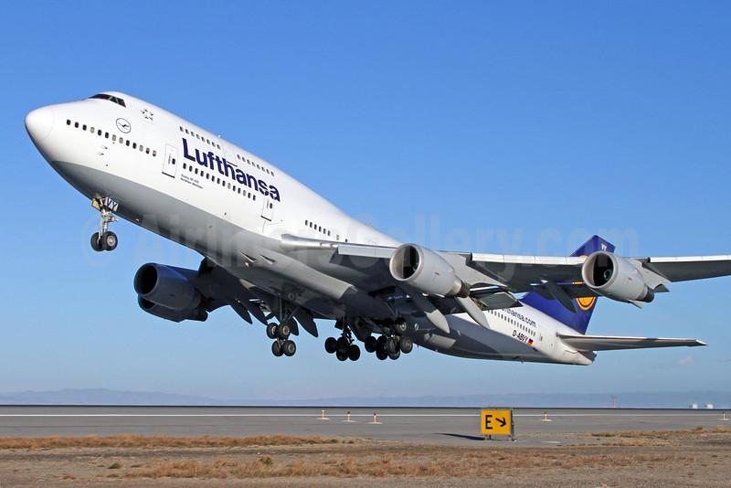 Lufthansa Boeing 747-430 D-ABVY (msn 29869) SFO (Mark Durbin). Image: 922085.