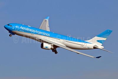Aerolineas Argentinas Airbus A330-202 LV-GIF (msn 1748) TLS (Eurospot). Image: 935678.
