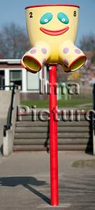 6-40-80-0063 schoolyard,balls pole,schoolplein,speelplaats,,ballenpaal,cour de récréation,poteau de balles