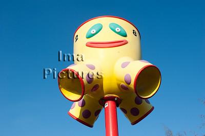 6-40-80-0062 schoolyard,balls pole,schoolplein,speelplaats,,ballenpaal,cour de récréation,poteau de balles
