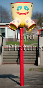 6-40-80-0064 schoolyard,balls pole,schoolplein,speelplaats,,ballenpaal,cour de récréation,poteau de balles