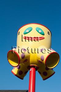 6-40-80-0061 schoolyard,balls pole,schoolplein,speelplaats,,ballenpaal,cour de récréation,poteau de balles