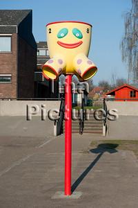 6-40-80-0059 schoolyard,balls pole,schoolplein,speelplaats,,ballenpaal,cour de récréation,poteau de balles