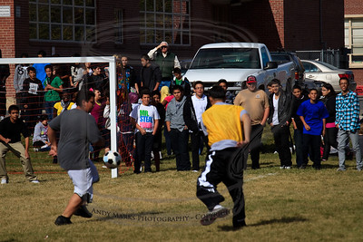 Juan kept the teachers away from the goal all afternoon.
