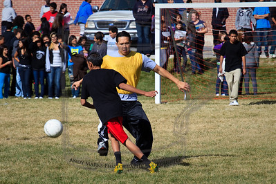Student's goalkeep Eduardo was probably the loneliest guy on the field.