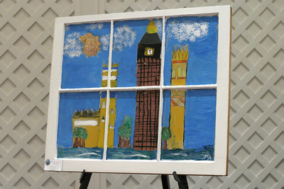 Jennifer Alverez chose to paint London's Big Ben because she believes it is architecturally beautiful.