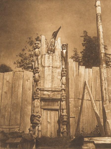 Tenaktak Crest Posts, Harbledown Island (The North American Indian, v. X. Norwood, MA: The Plimpton Press, 1915)