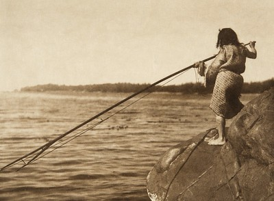 Ready to throw the harpoon (The North American Indian, v. XI. Cambridge, MA: The University Press, 1916)