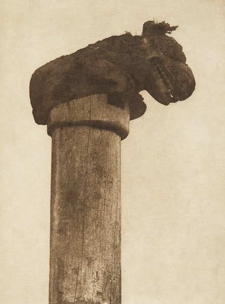 A bear totem at Bassett (i.e. Massett) (The North American Indian, v. XI. Cambridge, MA: The University Press, 1916)
