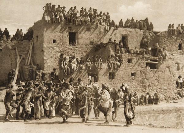 Buffalo dance at Hano (The North American Indian, v. XII. Norwood, MA, The Plimpton Press, 1922)