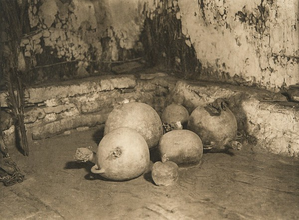 Snake jars in the kiva (The North American Indian, v. XII. Norwood, MA, The Plimpton Press, 1922)