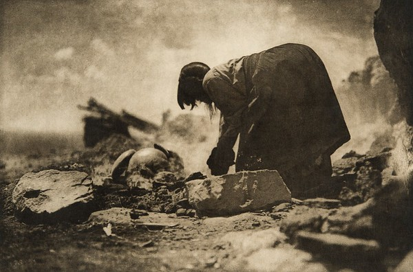 Potter building her kiln (The North American Indian, v. XII. Norwood, MA, The Plimpton Press, 1922)