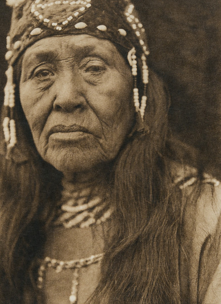 Klamath woman (The North American Indian, v. XIII. Norwood, MA, The Plimpton Press,  1924)