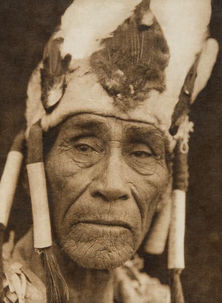 A Klamath head-dress (The North American Indian, v. XIII. Norwood, MA, The Plimpton Press,  1924)