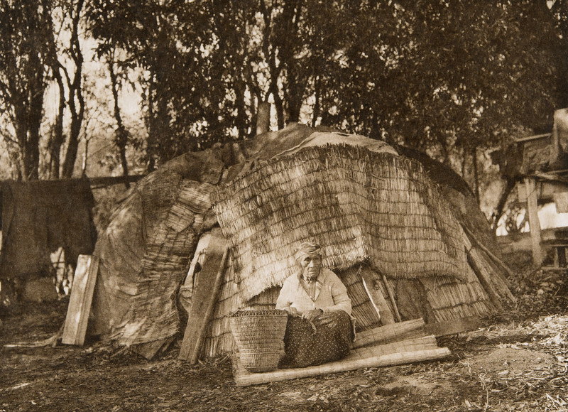 Klamath Tule hut  (The North American Indian, v. XIII. Norwood, MA, The Plimpton Press,  1924)