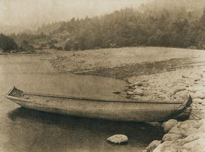 Hupa canoe (The North American Indian, v. XIII. Norwood, MA, The Plimpton Press,  1924)