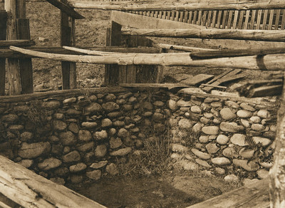 Old sweat-house walls at Orleans Bar - Karok (The North American Indian, v. XIII. Norwood, MA, The Plimpton Press,  1924)
