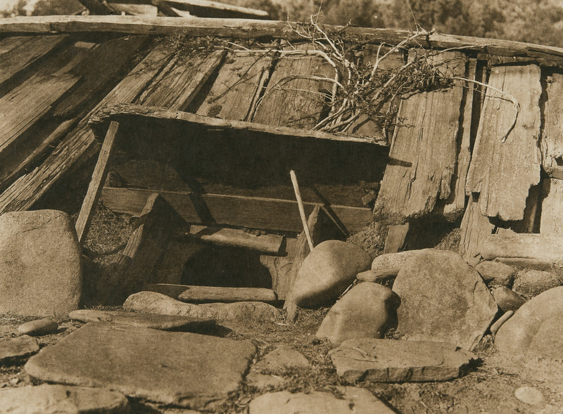 Entrance to a Yurok sweat-house (The North American Indian, v. XIII. Norwood, MA, The Plimpton Press,  1924)