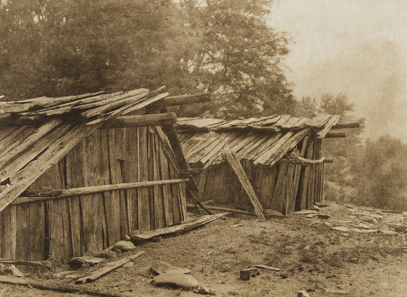 Yurok houses at Weitspus(The North American Indian, v. XIII. Norwood, MA, The Plimpton Press,  1924)