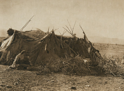 Achomawi summer hut (The North American Indian, v. XIII. Norwood, MA, The Plimpton Press,  1924)