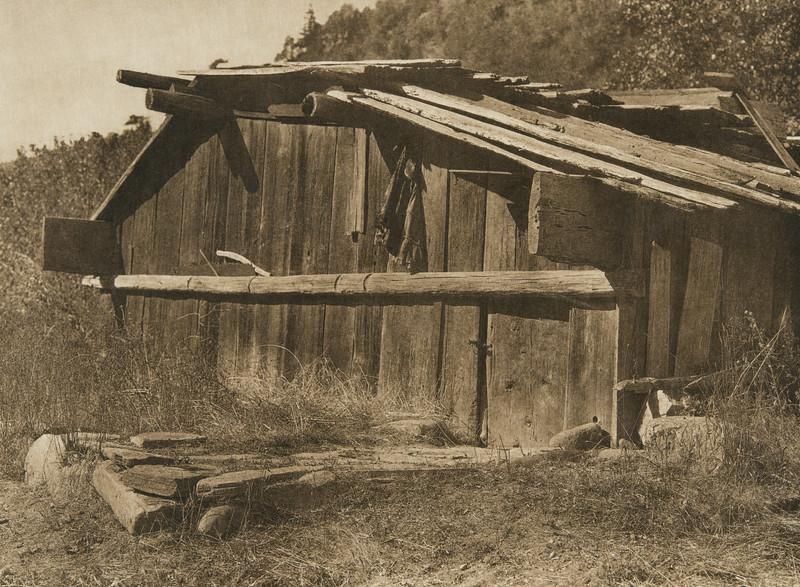 Yurok house on Klamath River (The North American Indian, v. XIII. Norwood, MA, The Plimpton Press,  1924)
