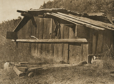 Yurok house on Klamath River (The North American Indian, v. XIII. Norwood, MA, The Plimpton Press,  1924)