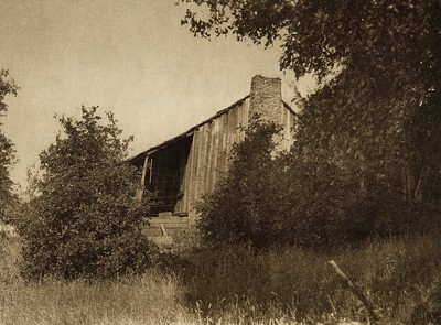 Modern Yuki cabin (The North American Indian, v. XIV. Norwood, MA, The Plimpton Press, 1924)