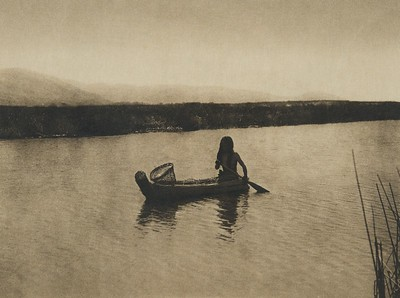 In the Tule swamp -Upper Lake Pomo (The North American Indian, v. XIV. Norwood, MA, The Plimpton Press, 1924)
