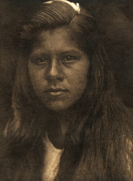 Sherwood Valley girl (The North American Indian, v. XIV. Norwood, MA, The Plimpton Press, 1924)