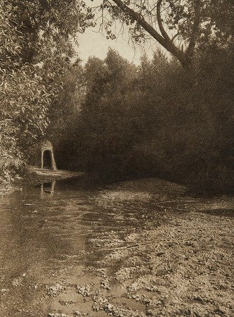 Summer shelter - Lake Pomo (The North American Indian, v. XIV. Norwood, MA, The Plimpton Press, 1924)