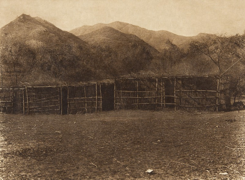 Communal ceremonial shelter at Capitan Grande - Diegueño  (The North American Indian, v. XV. Norwood, MA, The Plimpton Press, 1926)