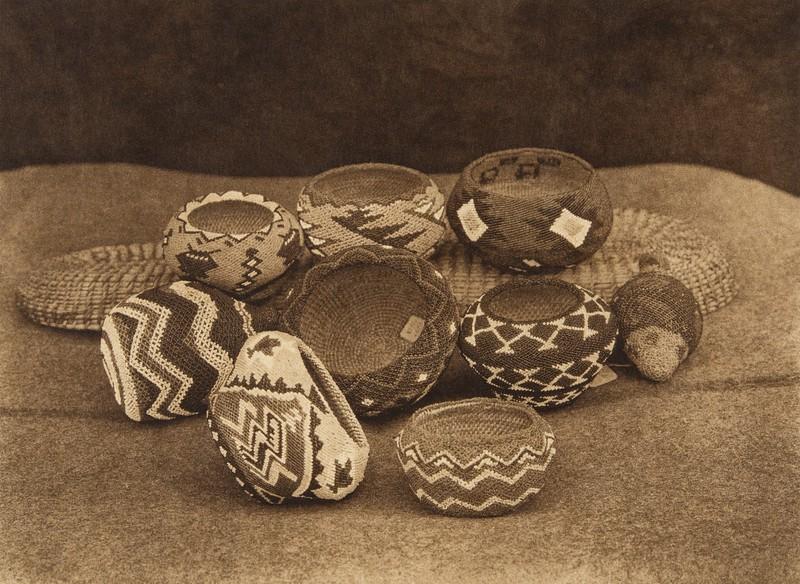 Modern Paviotso beadwork  (The North American Indian, v. XV. Norwood, MA, The Plimpton Press, 1926)