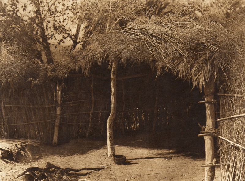 Cahuilla house in the desert (The North American Indian, v. XV. Norwood, MA, The Plimpton Press, 1926)