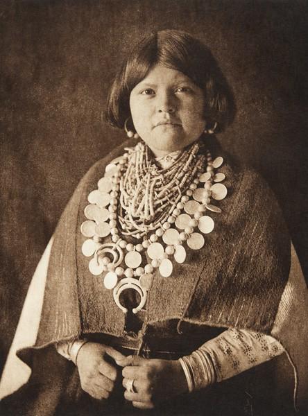 Zu–i ornaments (The North American Indian, v. XVII. Norwood, MA, The Plimpton Press,  1926)