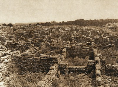 Ruins on the mesa at Puye (The North American Indian, v. XVII. Norwood, MA, The Plimpton Press,  1926)