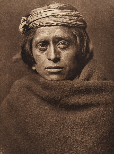 A Zu–i man (The North American Indian, v. XVII. Norwood, MA, The Plimpton Press,  1926)